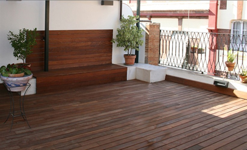 Bench finished in ipe planks