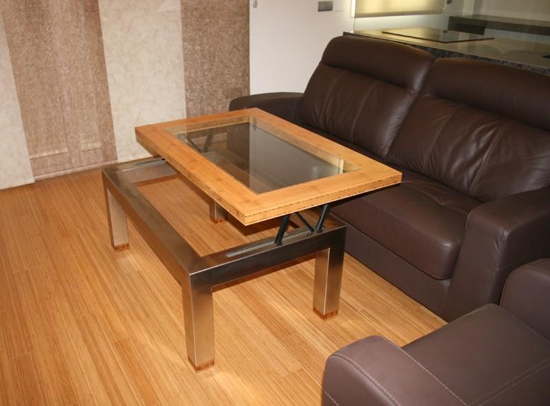 Diseño y fabricación a medida de mesa elevable en bambú, acero inoxidable y vidrio