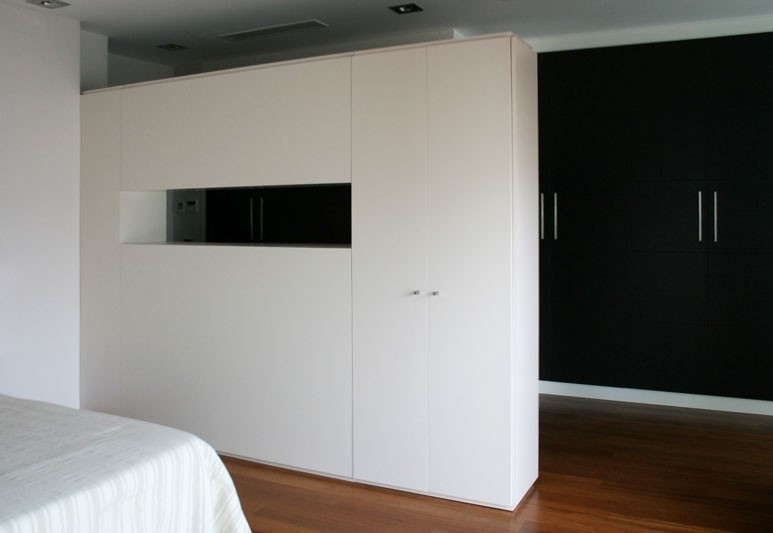 Design and manufacture of bespoke wardrobe finishes with white lacquering.
