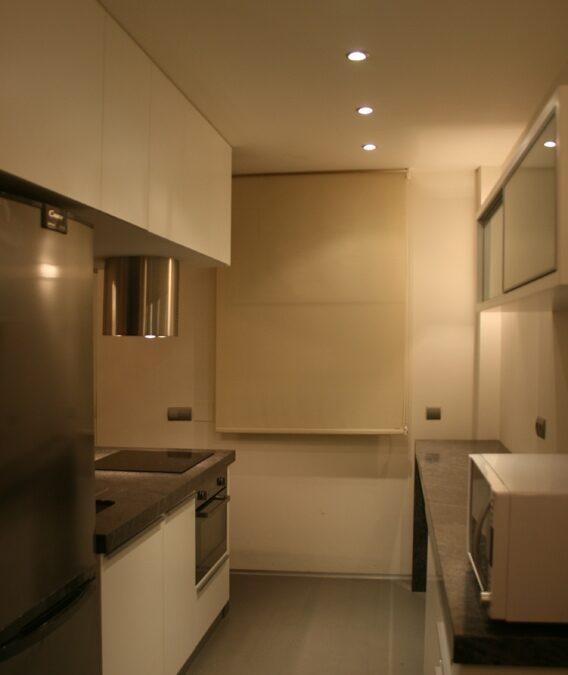 Diseño y realización de muebles de cocina a medida lacada en blanco