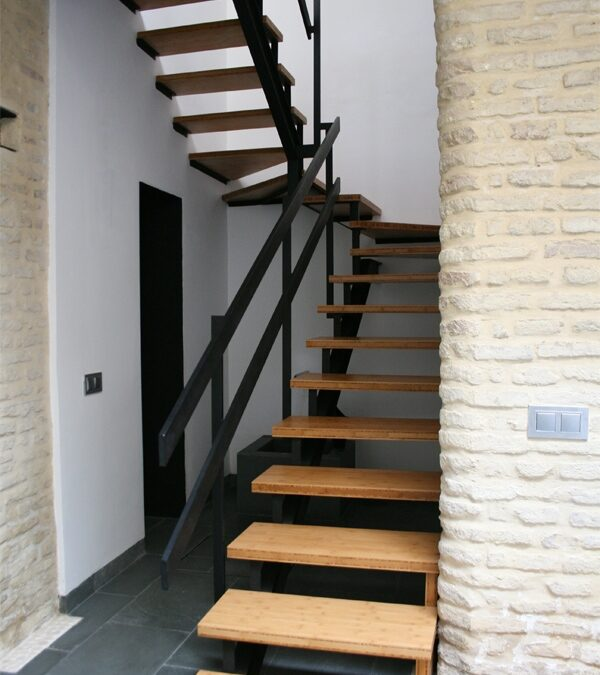 Design and manufacture of tanned, horizontal, varnished bamboo stairs over painted metal framework.