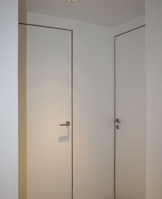 Puerta a medida acabado en laminado de alta presión, marcos directos en pletina maciza de aluminio