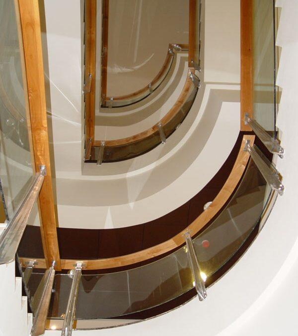 Pasamanos de escalera en madera maciza de roble