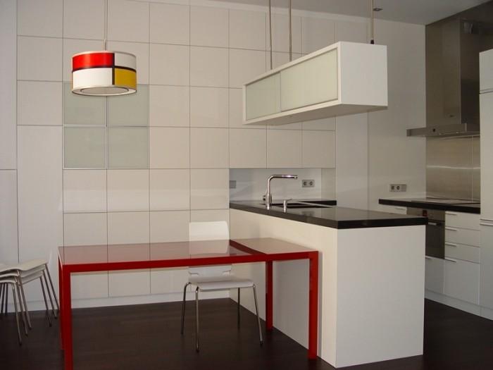 Diseño y fabricación de cocina a medida en H.D.F. lacado blanco mate