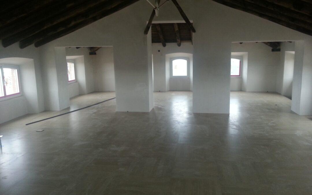 Instalación del parquet de madera en el nuevo Museo del Jamón en Jabugo