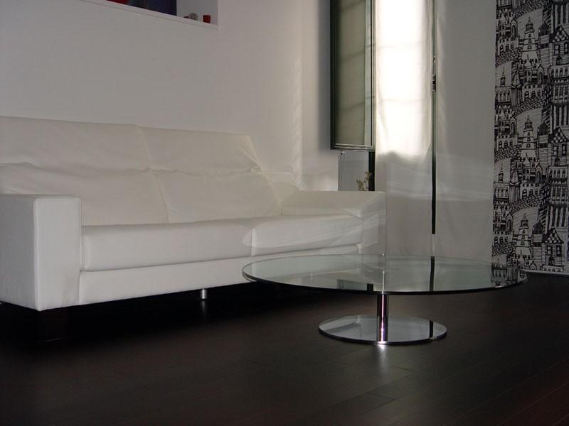 Reforma interior de un apartamento minimalista en blanco y negro. GUBIA