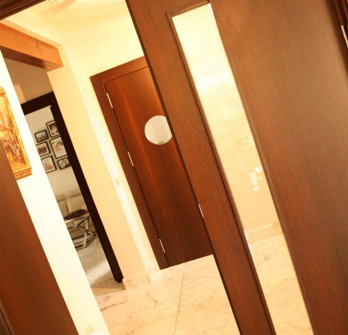 Renovar la imagen de una vivienda con nuevas puertas de madera