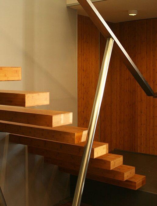 Escalera volada de bambú_ Oficinas Polygroup