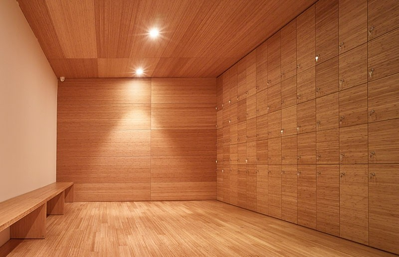 Revestimiento de pared y puertas integradas de bambú_ Museo Pompidou