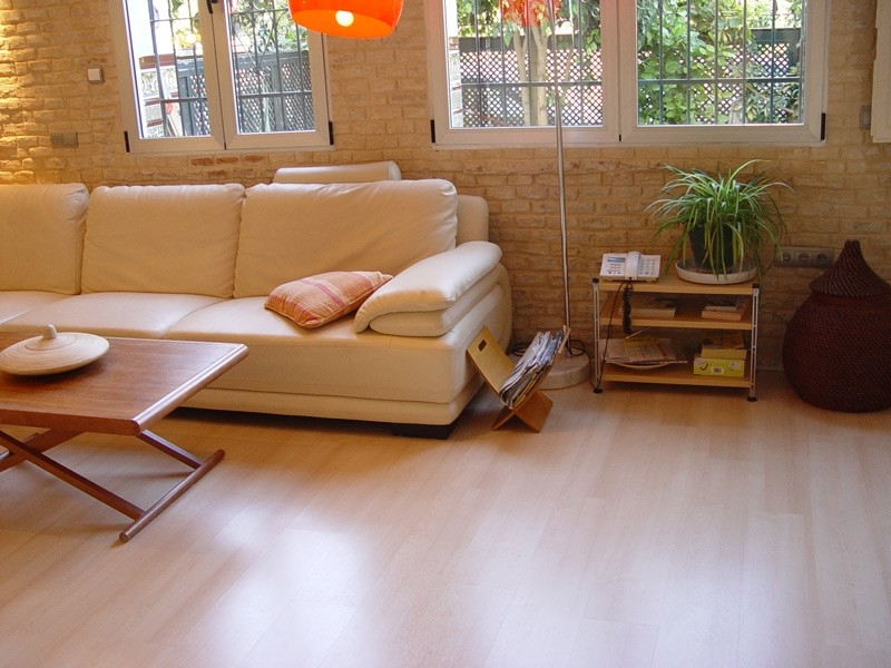 Siete consejos expertos para mantener tu suelo de madera