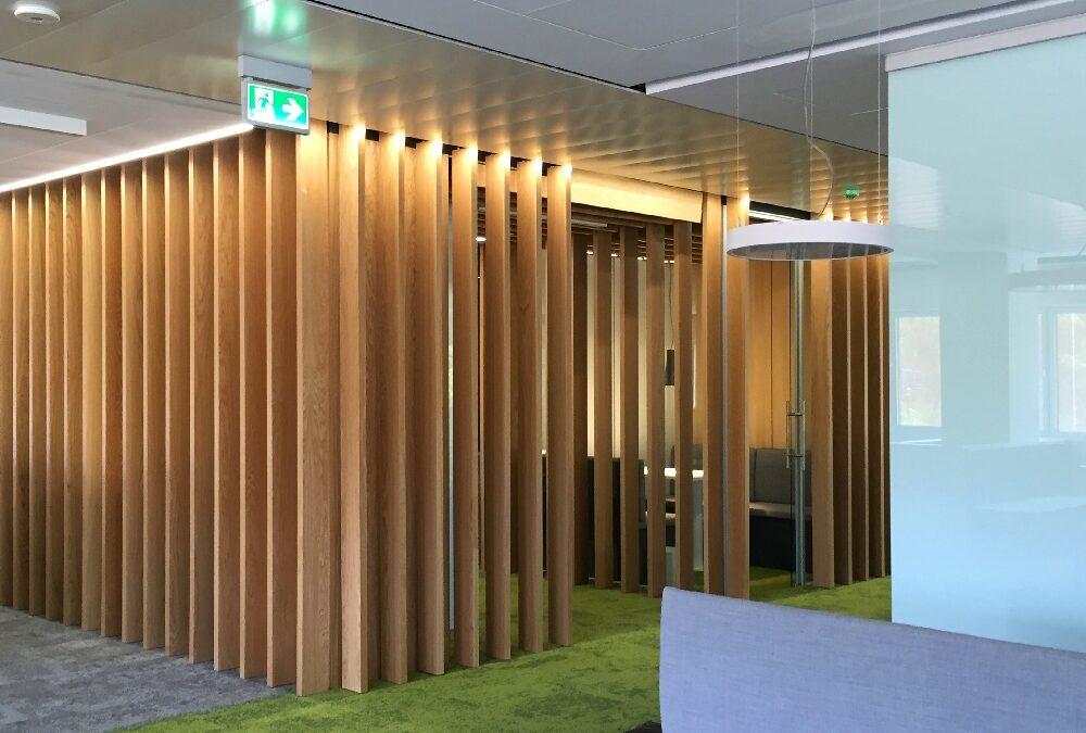 Wooden screen walls made of oak