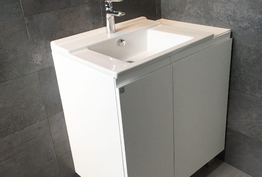 Mueble a medida bajo lavabo lacado en blanco