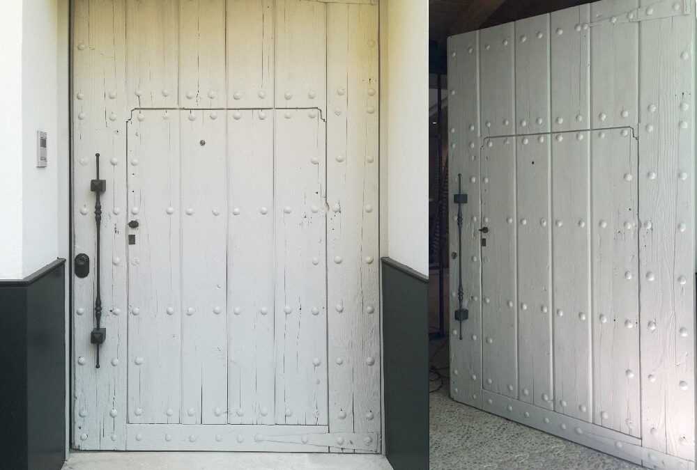 Pivoting exterior door made of recycled wood