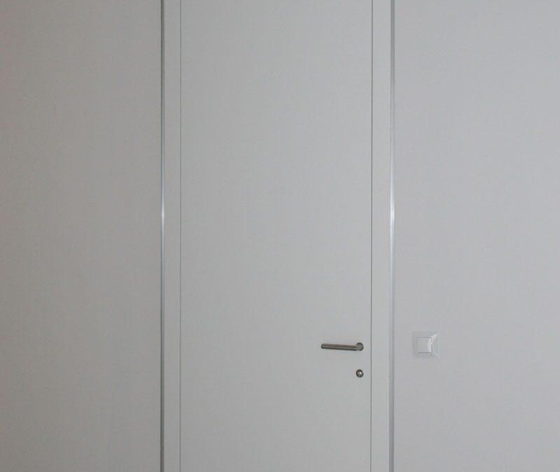 Puerta minimal door system lacada en blanco
