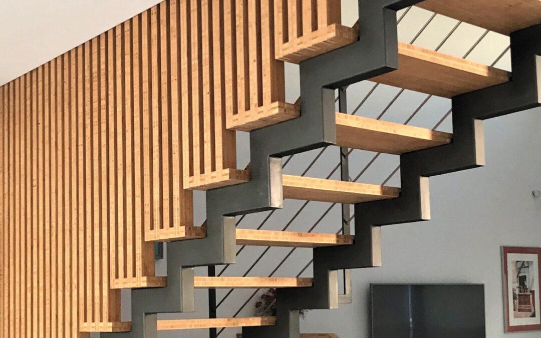 Escalera de bambú con uniones japonesas