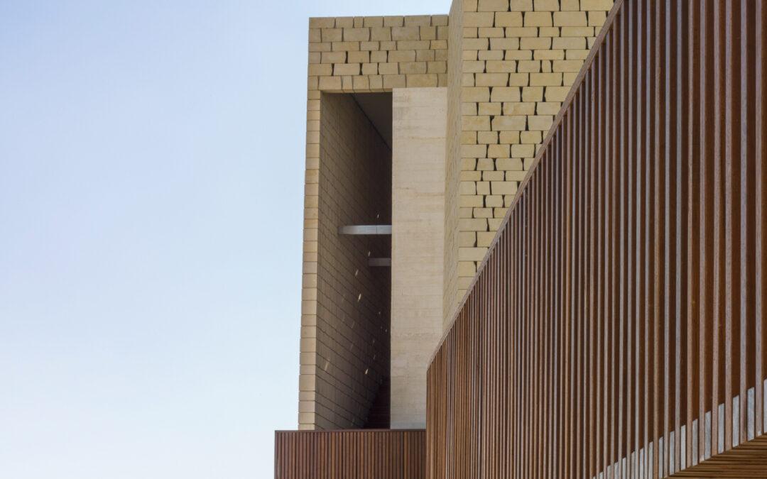 Revestimiento de fachada con madera de iroco